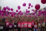 participantes-carrera-sujetan-globos-solidaridad-con-las-enfermas-cancer-mama-ayer-1447017207492