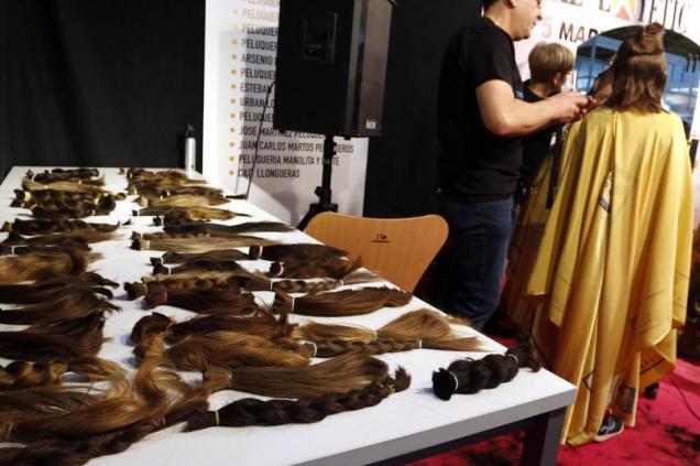 ALICANTE 050317 corte de pelo contra el cancer en ifa FOTO: ROBERTO PEREZ