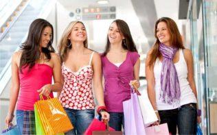 Por-qué-las-mujeres-gastan-más-dinero-que-los-hombres-696x435
